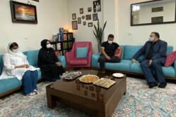 مدیرعامل فارابی به دیدار خانواده علی سلیمانی رفت/ وعده تحقق یک آرزو