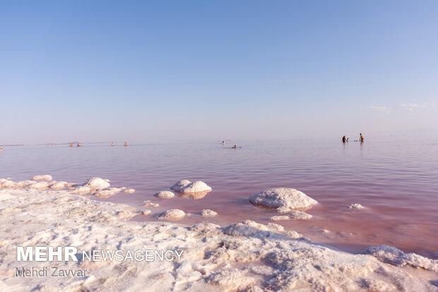 حال ناخوش دریاچه ارومیه/ سطح تراز ۶۲ سانتیمتر کاهش یافت
