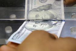 روسها سپردههای دلاری خود را به یورو و ارزهای دیگر تبدیل میکنند