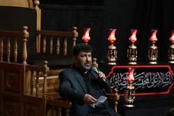 سعید حدادیان در حسینیه آیت الله حق شناس مرثیه خوانی میکند
