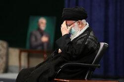 قائد الثورة الاسلامية يشارك في مراسم عزاء الامام الحسين (ع)
