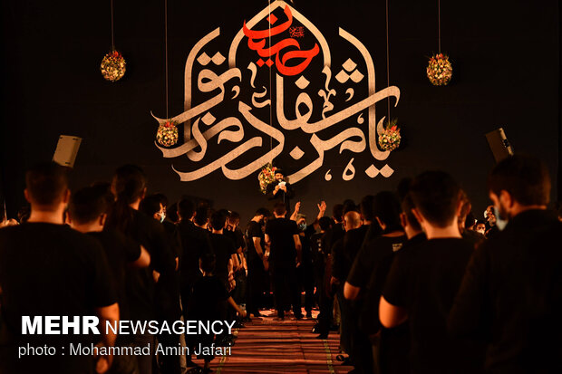 مراسم العزاء في الليلة السادسة من محرم الحرام في حسينية الرضا(ع)