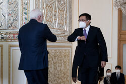 Zarif meets Chinese Special Envoy for Afghanistan Affairs