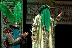 وداع جانسوز پدر و پسر در ظهر عاشورا/ «مرا میکن فدا بر شیعیانت»