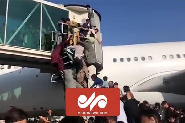 Kabil'deki Hamid Karzai Havalimanı'nda kaos yaşanıyor