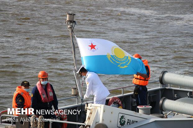 پهلوگیری ناوگروه قزاقستان در بندرگاه انزلی