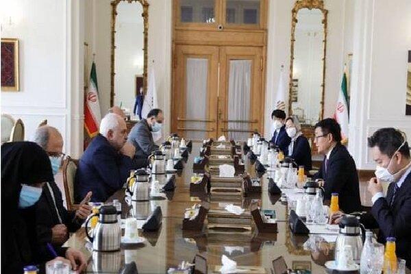 ظريف يتباحث مع مبعوث الصين حول التطورات الجارية في شؤون افغانستان
