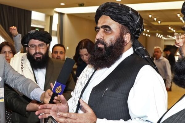 Taliban urges women to join government