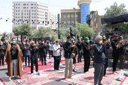 اقامه نماز جماعت ظهر تاسوعا در خیابان های مشهد