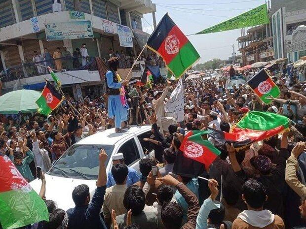 جلال آباد میں افغانستان کا پرچم اتارنے اور طالبان کا پرچم نصب کرنے کے دوران جھگڑے میں 3 افراد ہلاک