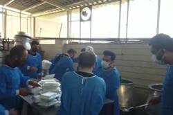 توزیع غذای نذری توسط هیئت سوگواران حسینی در شیراز