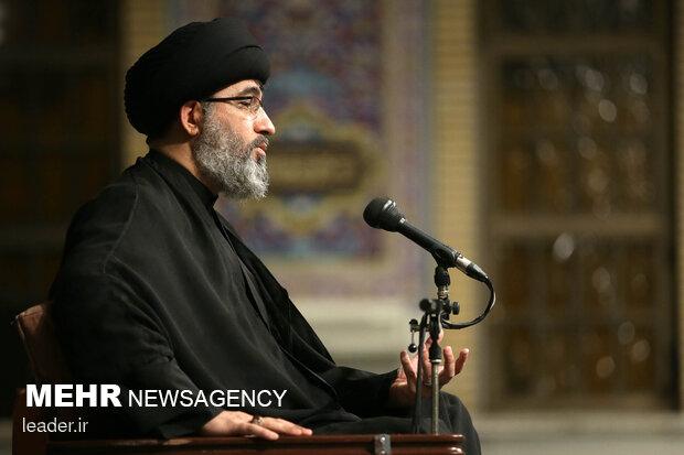 Leader attends Ashura night mourning ceremony