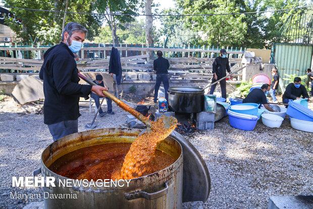 پخت و توزیع ۷۲ دیگ غذای نذری ظهر عاشورا در بجنورد
