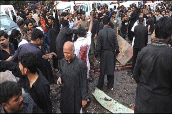 5 killed, 30 injured as blast hits procession in Pakistan
