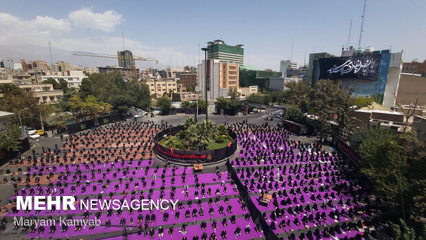 مراسم عزاداری ظهر عاشورا در میدان فلسطین