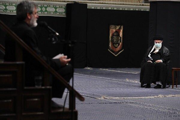 """قائد الثورة يحضر مراسم """"ليلة الغرباء"""" في ذكرى استشهاد الحسين (ع)"""