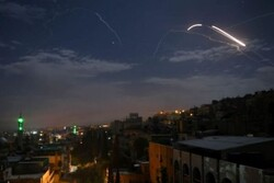 الدفاعات الجوية السورية تتصدى لعدوان صهيوني في دمشق وحمص