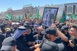 الشيخ الخزعلي يرفع صور شهداء قادة النصر اثناء ركضة طويريج