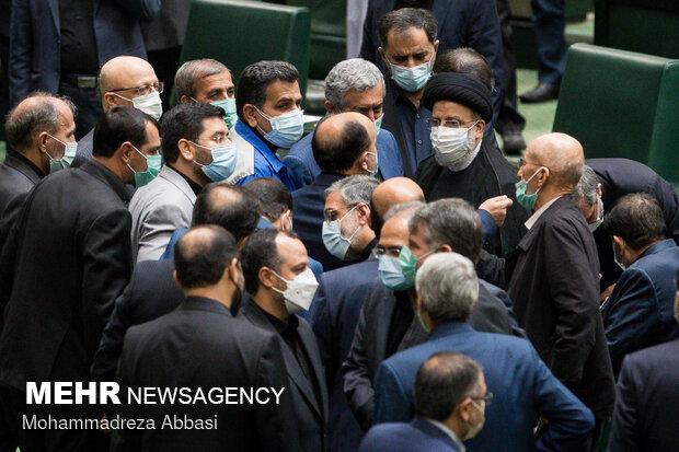 دولت از مسئولیت انتخاب استانداران شانه خالی نکند
