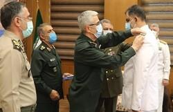"""تقليد """"شهرام إيراني"""" رتبة عميد بحري بعد تعيينه قائدا للقوة البحرية للجيش"""