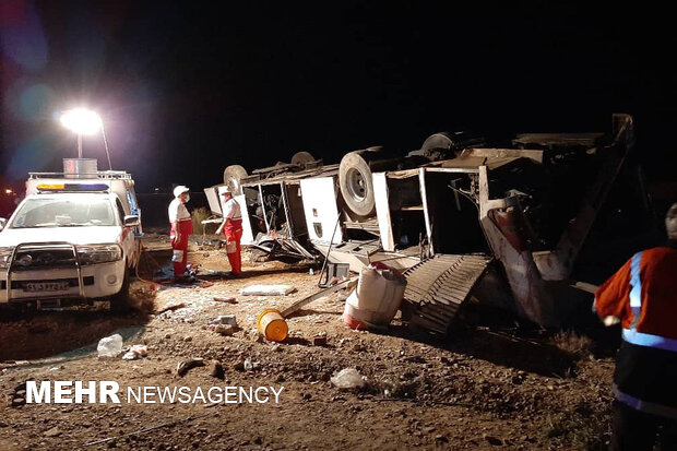 واژگونی یک دستگاه اتوبوس در مهماندوست دامغان