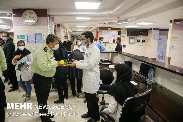 Tahran'da doktorlar onore edildi