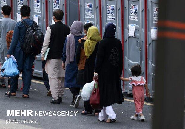 وصول اللاجئين الأفغان إلى دول مختلفة من العالم