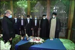صدر رئیسی اور تیرہویں کابینہ کے ارکان کا حضرت امام خمینی (رہ) کے مزار پر تجدید عہد
