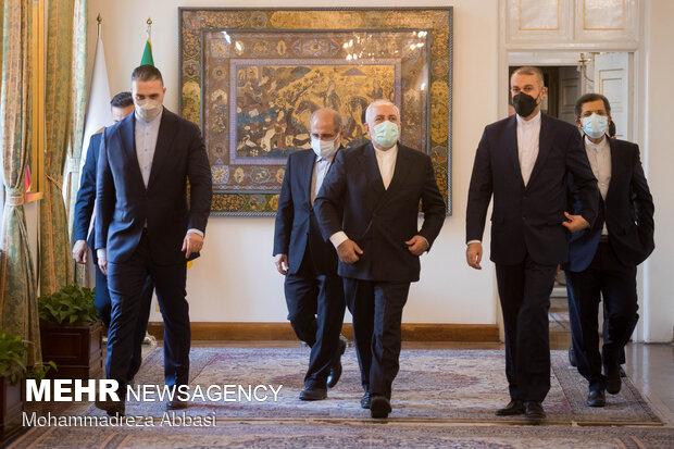 Zarif leaves Foreign Ministry for Amir-Abdollahian