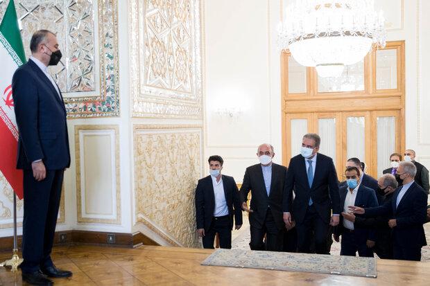 Emir Abdullahiyan ile Pakistan Dışişleri Bakanı görüşmesinden kareler