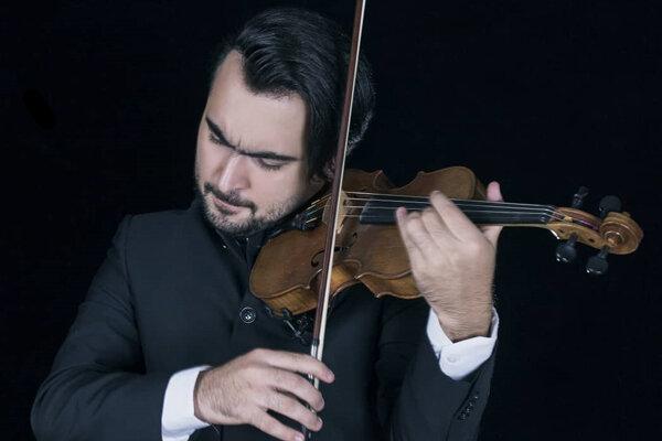 امین غفاری با ارکستر روسی همکاری میکند/ توضیحات یک اجرای دشوار