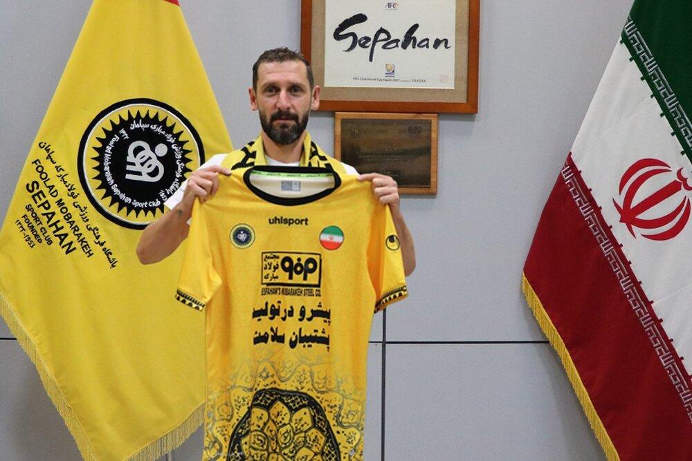 خلعتبری قراردادش را با سپاهان تمدید کرد/ خداحافظی با پیراهن طلایی
