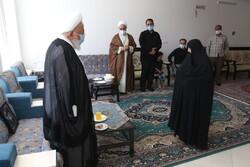 امام جمعه یزد با خانواده مرحوم حجتالاسلام فرجنژاد دیدار کرد