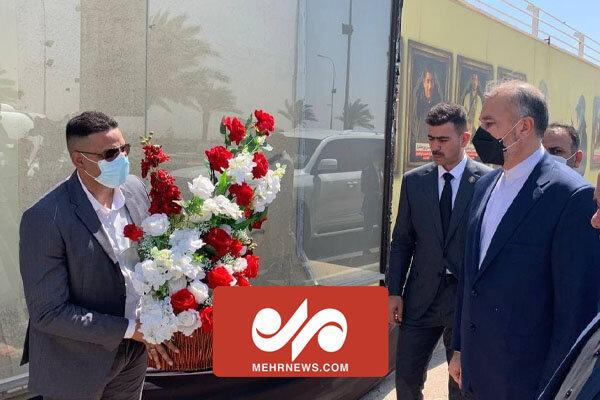 ادای احترام وزیر امورخارجه در یادمان شهادت سردار سلیمانی