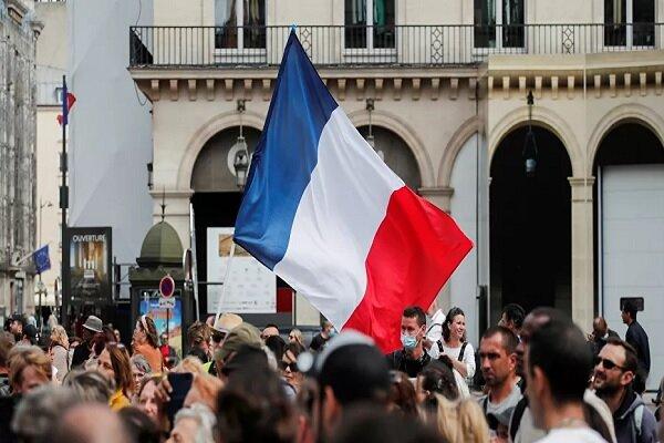 Demonstrations in Paris against Coronavirus health pass