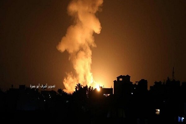 Zionists launch large-scale airstrike on Gaza Strip