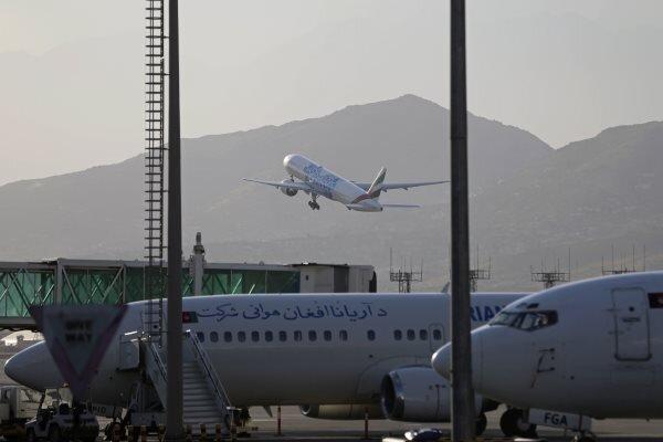 طالبان از پرواز هواپیماهایِ حامل اتباع آمریکا جلوگیری  کرده است