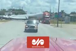 برخورد قطار با کامیون حامل توربین بادی