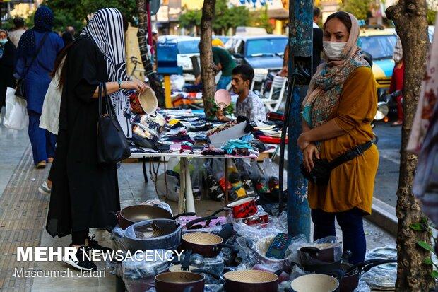 زنان دستفروش در شهر ساری