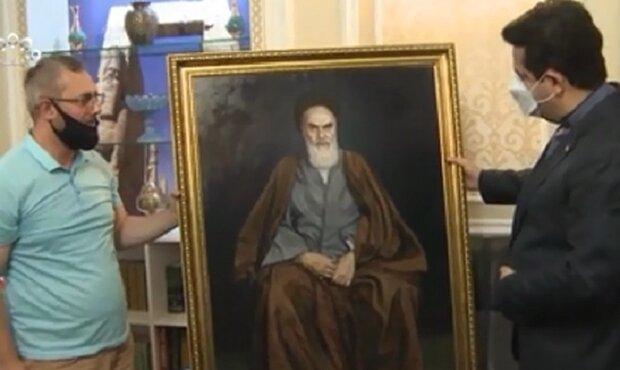 Azerbaycanlı ressamdan İran'ın Bakü Büyükelçiliği'ne sürpriz hediye!