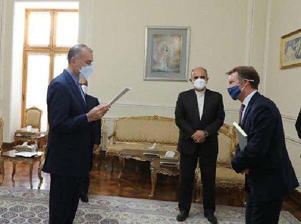 Iran FM receives credentials of five new envoys