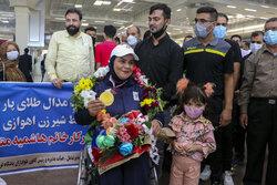قهرمان پارالمپیک با استقبال مردم وارد زادگاهش شد