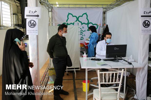 رئيس بلدية طهران يتفقد مراكز صحية في طهران لتطعيم لقاح كورونا/ بالصور