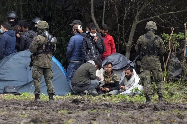 سرازیر شدن سیل مهاجران به لهستان/ ورشو وضعیت اضطراری اعلام کرد