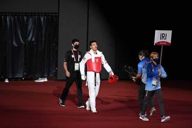 """اللاعب الايراني """"اصغر عزيزي اقدم"""" يحقق الميدالية الذهبية لرياضة التايكواندو"""
