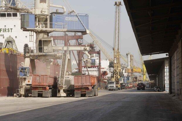 واردات 10 میلیون تن کالای اساسی از بنادر