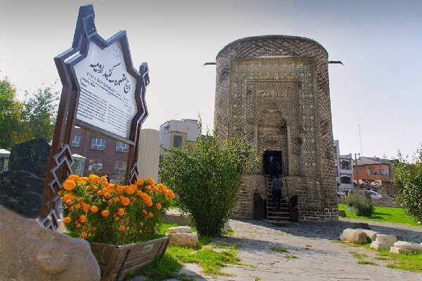 Urmiye'deki 'Se Gonbed' kulesi