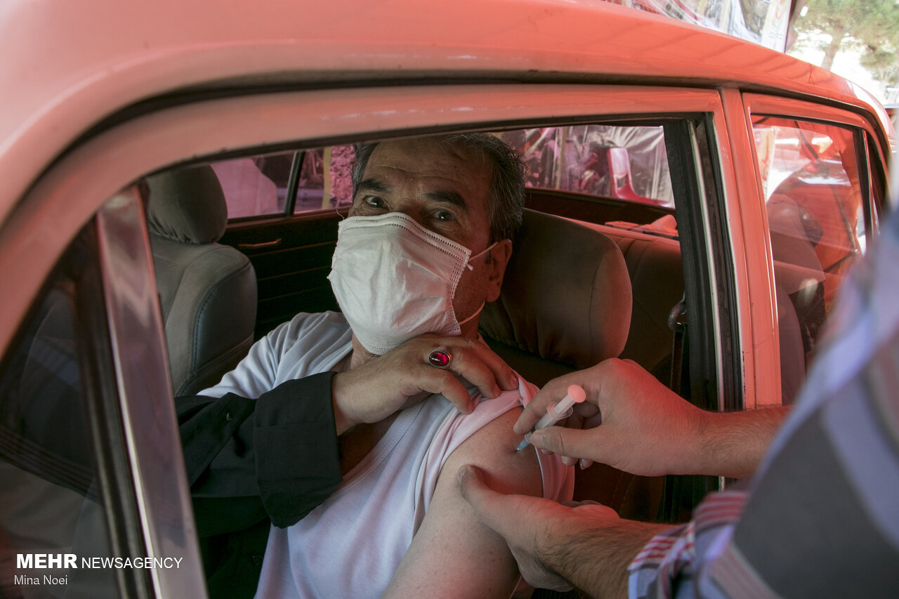 People in Tabriz get vaccinated in cars