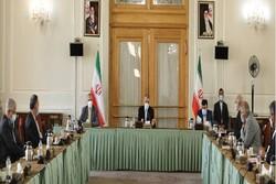 سفراء ايران في الخارج مُوكّلون بتأمين اللقاحات للبلاد