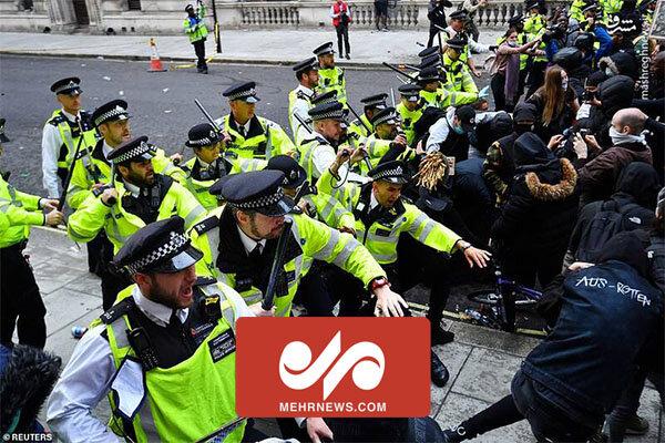 درگیری گروه های ضدمهاجرتی با پلیس لندن
